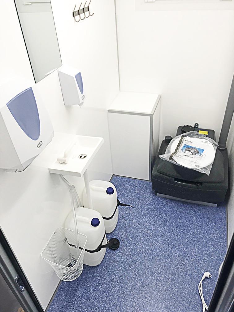 Туалет на колесах 2PWCSS-S1